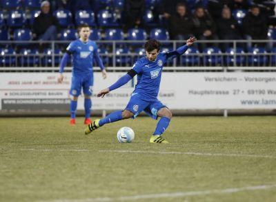 FC Astoria Walldorf schlägt FK Pirmasens / 2 Platzverweise und Last-Minute-Elfer
