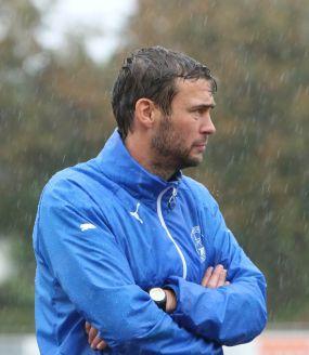 SV 98 - Team lässt Trainer im Regen stehen ++ Schwetzingen kassiert Last-Minute Tore