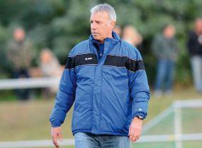 Ex-Fußballprofi Waldemar Steubing gibt seine Erfahrung an den Landesligisten SV Waldhof II weiter