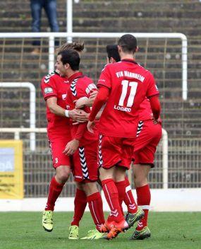 VfR Mannheim überrollt Kickers Pforzheim mit 9:0 (2:0) +++ Siegesserie fortgesetzt