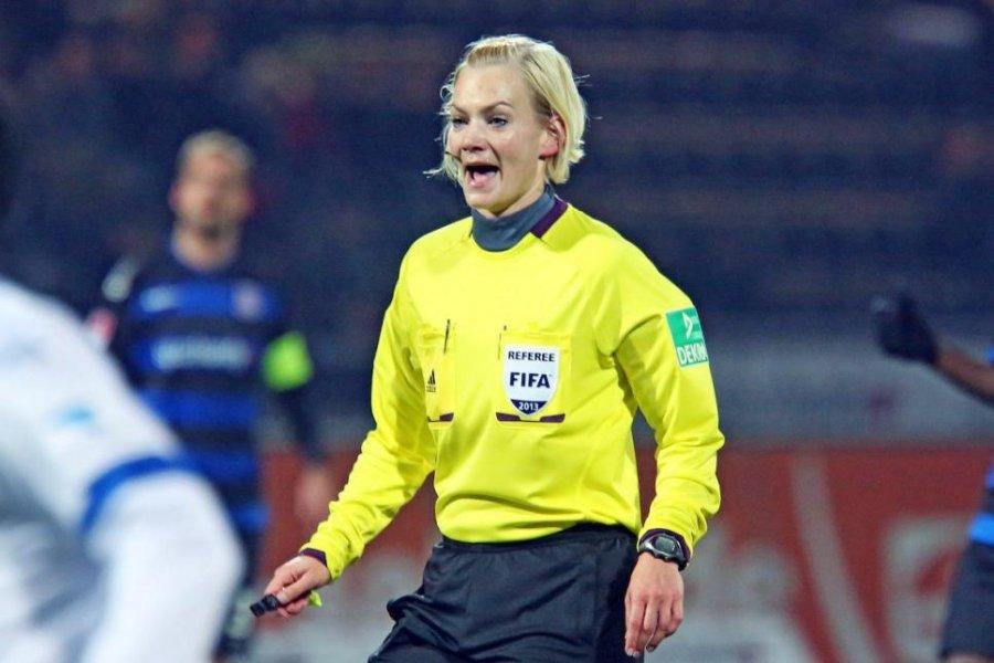 Top-Schiedsrichterin Bibiana Steinhaus 'pfeift' den SportAward