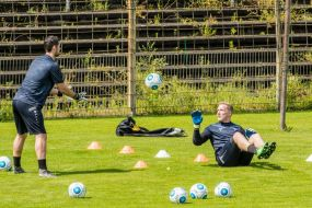 Links Markus Scholz im TW-Training mit Christopher Gäng (rechts).